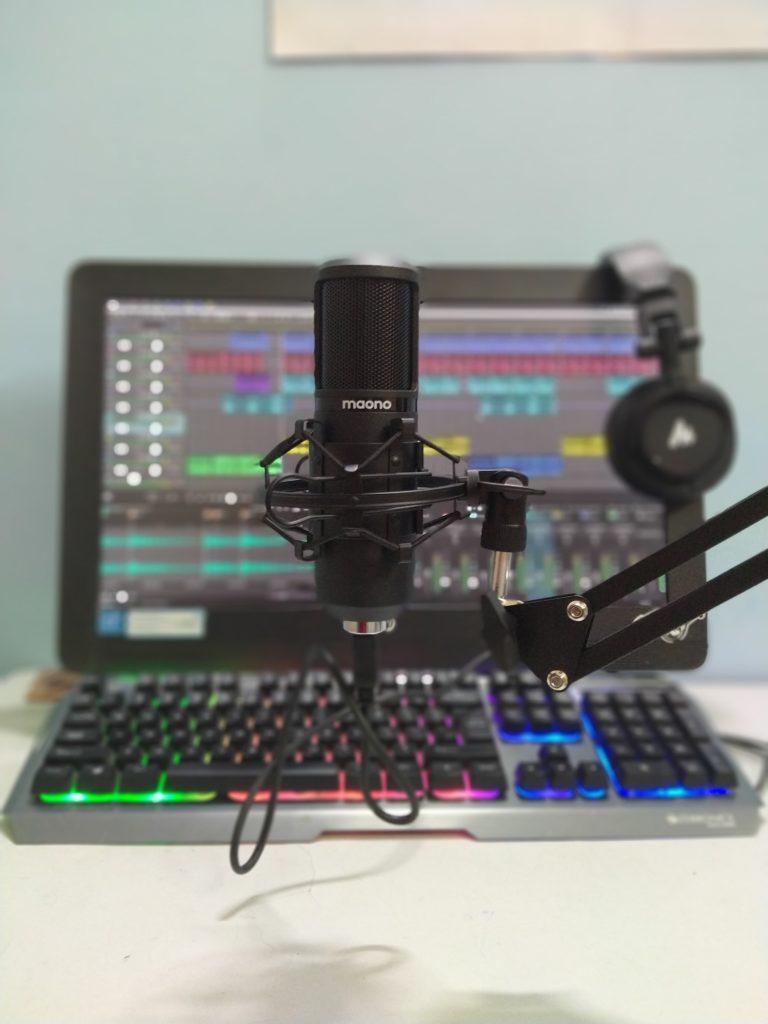 Maono AU-PM420 USB Podcast Condenser Microphone